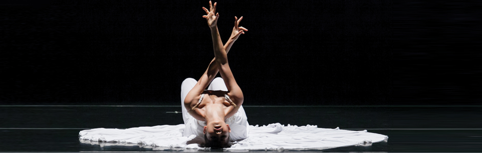 Jessica Lang Dance dancer performing The Calling